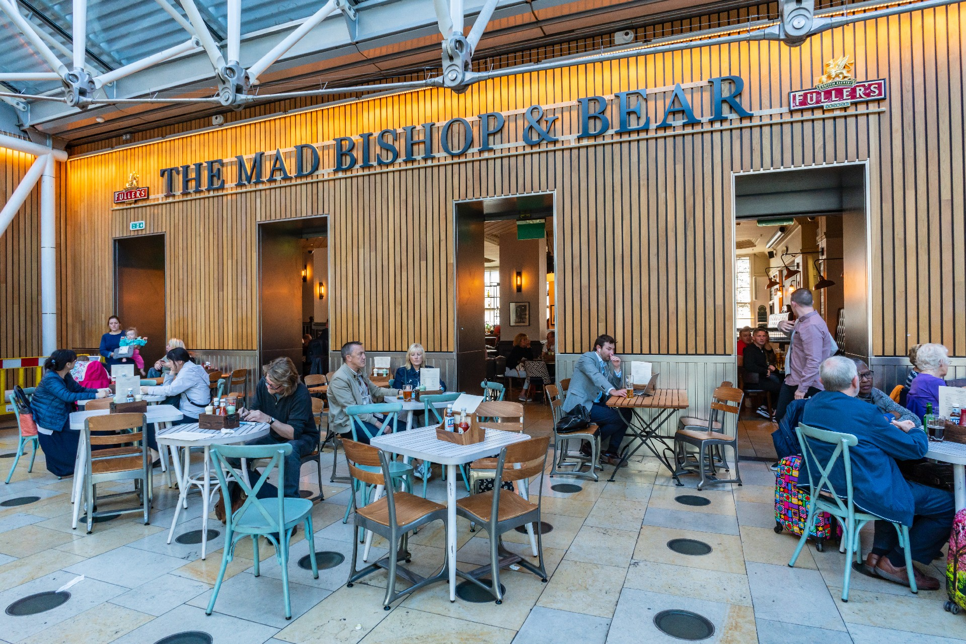 Pub and Restaurant in Paddington Station, Mad Bishop and Bear